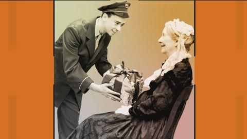 Grafik innehållande en bild på en ung man i uniform som ger en present till en sittande äldre dam.