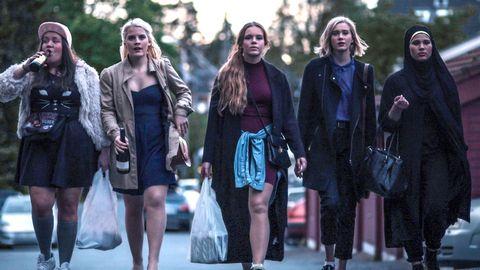 En scen från första säsongen av norska tv-serien Skam som kom 2015. Från vänster till höger ser vi karaktärerna Chris, Vilde, Eva, Noora och Sana.