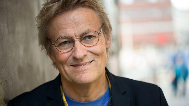 Konstnären och författaren Lars Lerin är gäst i Skavlan.