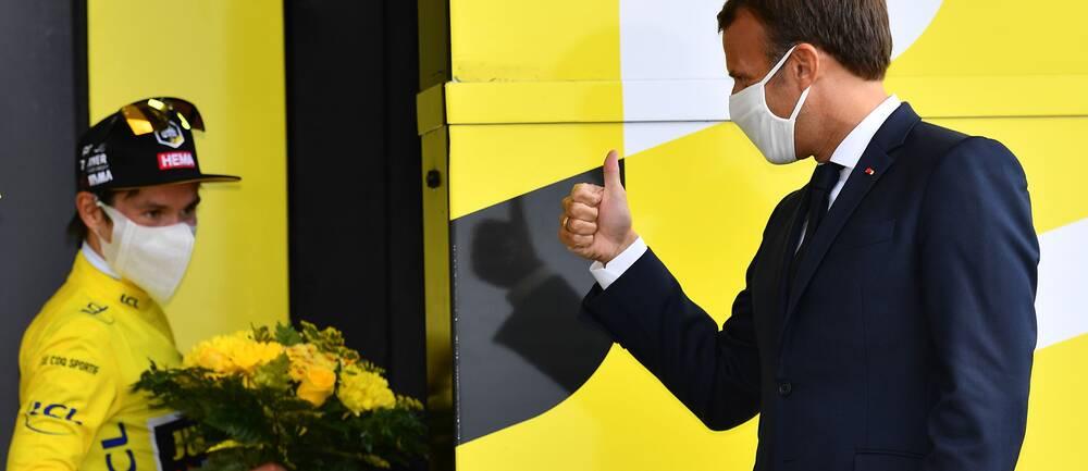 Frankrikes president Emmanuel Macron och slovenske cyklisten Primoz Roglic.
