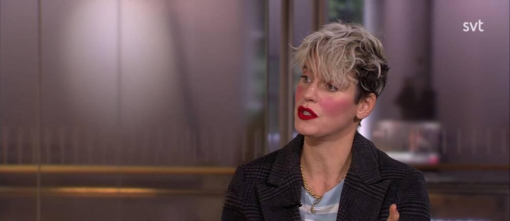 Nina Rung, redaktör för Sida vid sida, intervjuas i Morgonstudion.