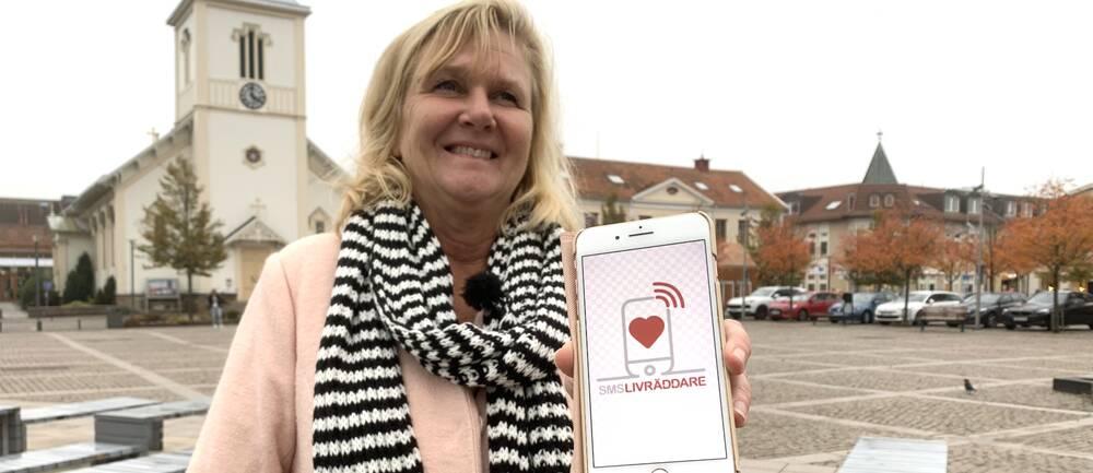 Driftnämndordföranden Ann Molander (L) har utrett och länge kämpat för att Region Halland ska ansluta sig till appen Sms-livräddare.