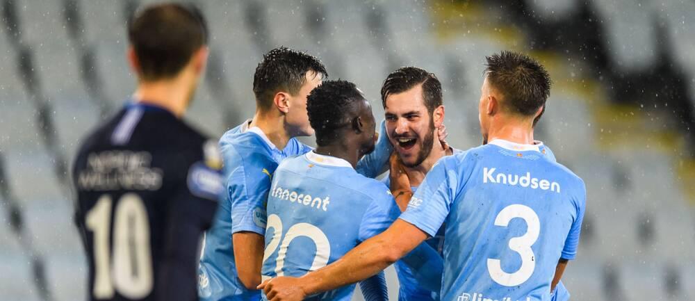Malmö FFs Adi Nalic jublar med lagkamrater efter 3-1 under fotbollsmatchen i Allsvenskan mellan Malmö FF och IFK Göteborg den 25 oktober 2020 i Malmö.