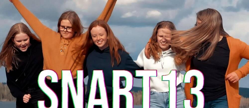 Den här säsongen får vi följa kompisarna Elsa, Emma, Fredrika, Ida och Alva från Västra Ämtervik.