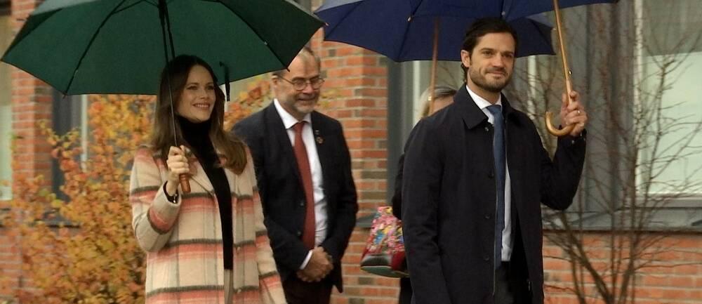 Här anländer prinsparet till Centralsjukhuset i Karlstad.