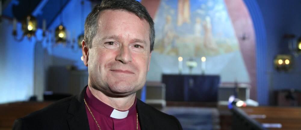 Biskopen i Karlstads stift, Sören Dalevi leder två av Helgmålsringningarna i SVT under advent 2020.
