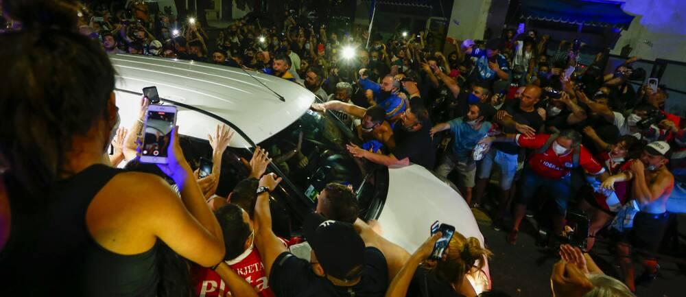 Många vill ta farväl av Maradona efter legendarens bortgång.