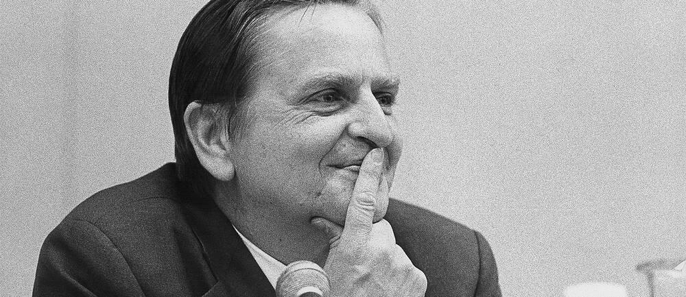 En svartvit porträttbild på Olof Palme.