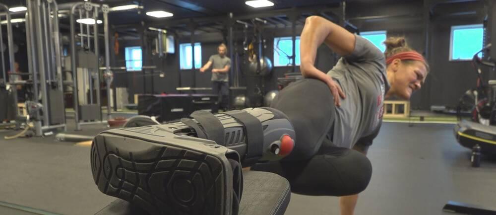 Anna Swenn Larsson tränar i gymmet