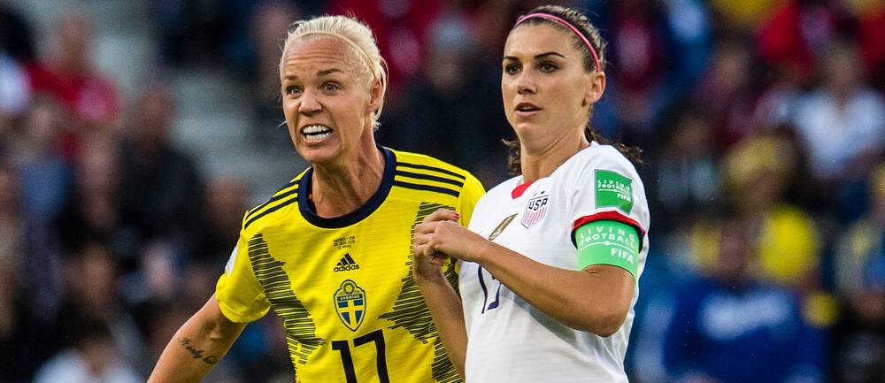 Caroline Seger och Alex Morgan under en VM-match 2019.
