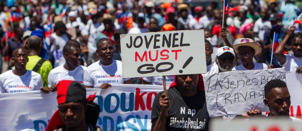 Demonstranter kräver Haitis presidents avgång, bilden är från 29 mars i år.