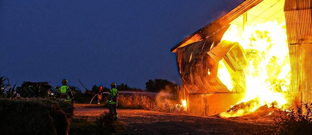 Räddningstjänsten på plats vid branden utanför Eslöv.