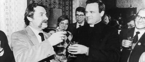 Världens medier, även SVT:s utsända, trängdes hos prästen Jankowski där Lech Walesa firade sitt fredspris 1983.