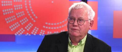 Författare Arne Norlin intervjuas om sin bok Europas förlorade kungahus.
