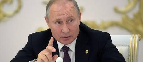 """""""En cynisk, men tyvärr rimlig, slutsats är att Rysslands president Putin gnider händerna av förtjusning"""", skriver SVT Nyheters Tomas Thorén. På bilden syns Vladimir Putin."""