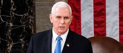 Vicepresident Mike Pence leder arbetet med att godkänna elektorsrösterna i kongressen