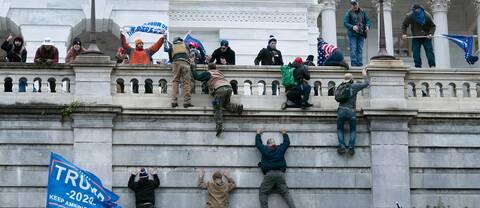 Här syns några av de personer som stormade kongressen.