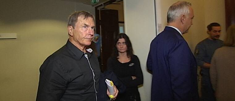 Ulf Karlsson anländer till tingsrätten