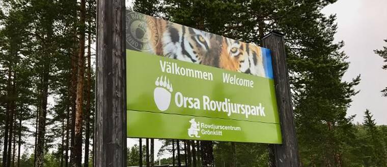 Orsa Rovdjursparks välkomsskylt.