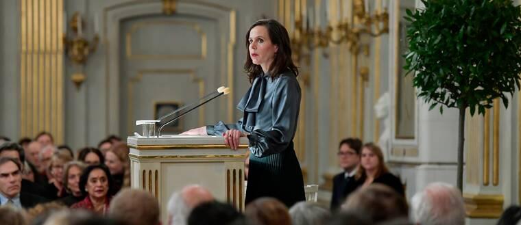 Svenska Akademiens Sara Danius står och talar