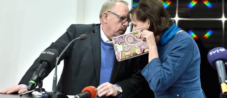 Kommunals ordförande Annelie Nordström (th) och tredje vice ordförande och kassör Anders Bergström under en presskonferens.