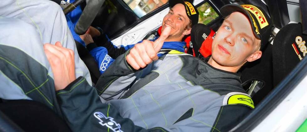 Pontus Lönnström med kartläsaren Richard Svensson som tog guld i JSM i rally.