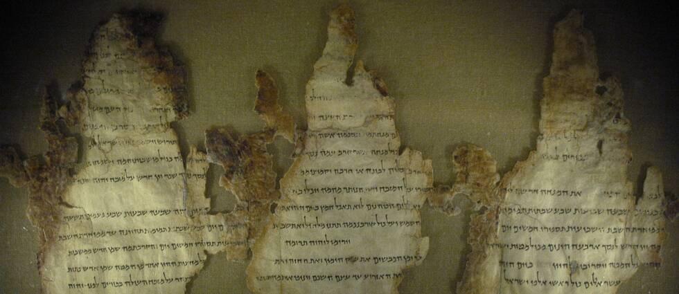 Fragment från Dödahavsrullarna. Delar från de religiösa skrifterna som funnits på The museum of the bible i Washington D.C ska inte härstamma från orginalet.