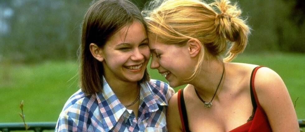 Alexandra Dahlström och Rebecka Liljeberg som Elin och Agnes i Fucking Åmål.