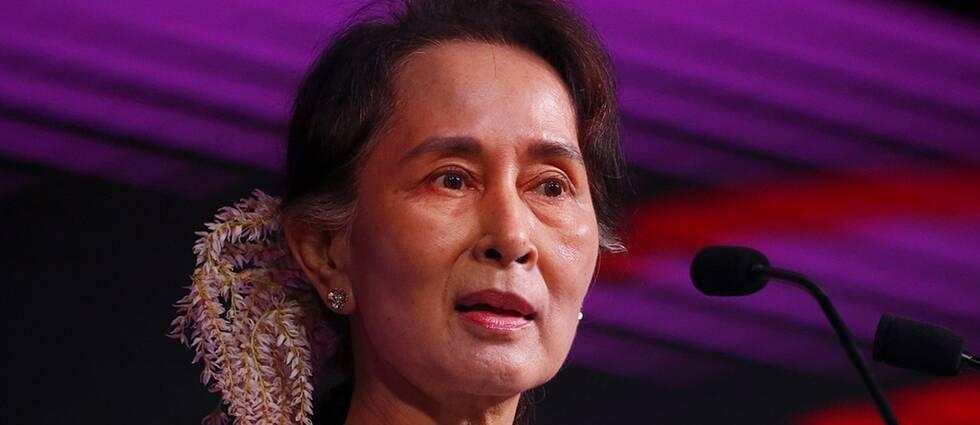 Fredspristagaren Aung San Suu Kyi fråntas nu Amnestys högsta utmärkelse.