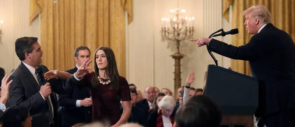 """Donald Trump anklagar CNN-reportern Jim Acosta för att vara en """"hemsk människa"""" på en presskonferens"""