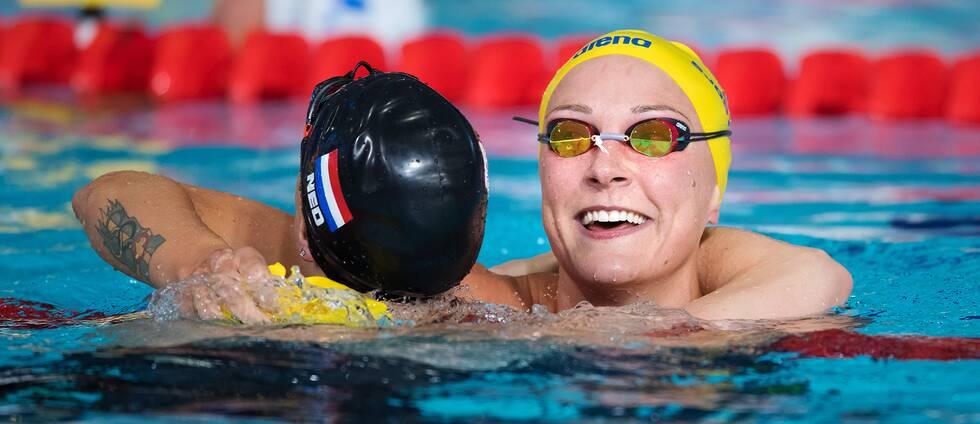 Nederländskan Femke Heemskerk och Sarah Sjöström.