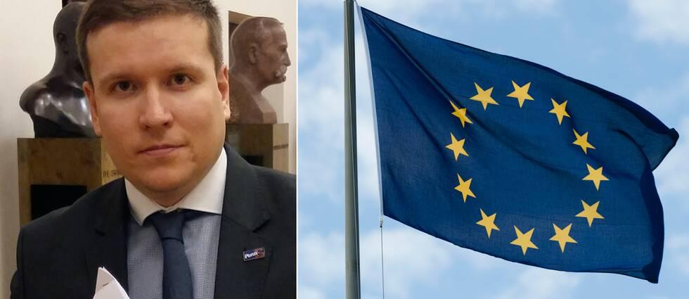 Ville Tavio och en EU-flagga.