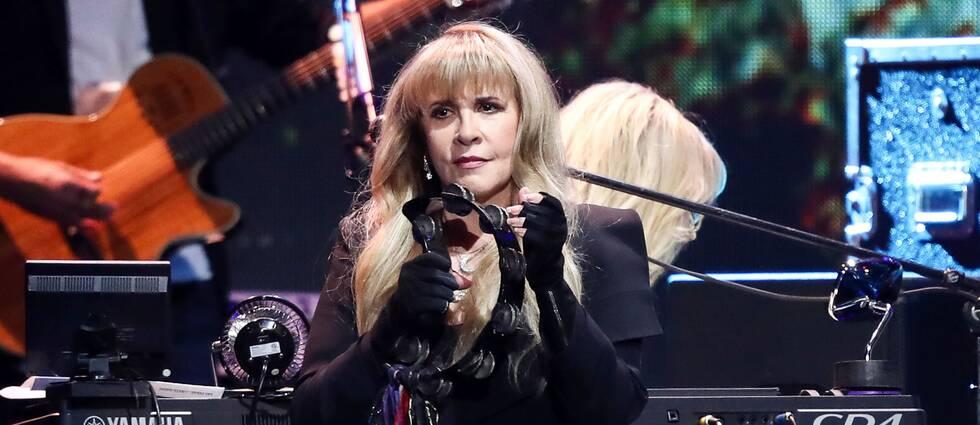 Stevie nicks under ett uppträdande med Fleetwood Mac.