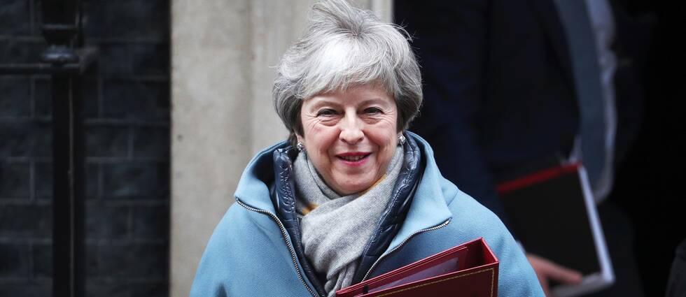 Storbritanniens premiärminister Theresa May lämnar 10 Downing street under måndagen