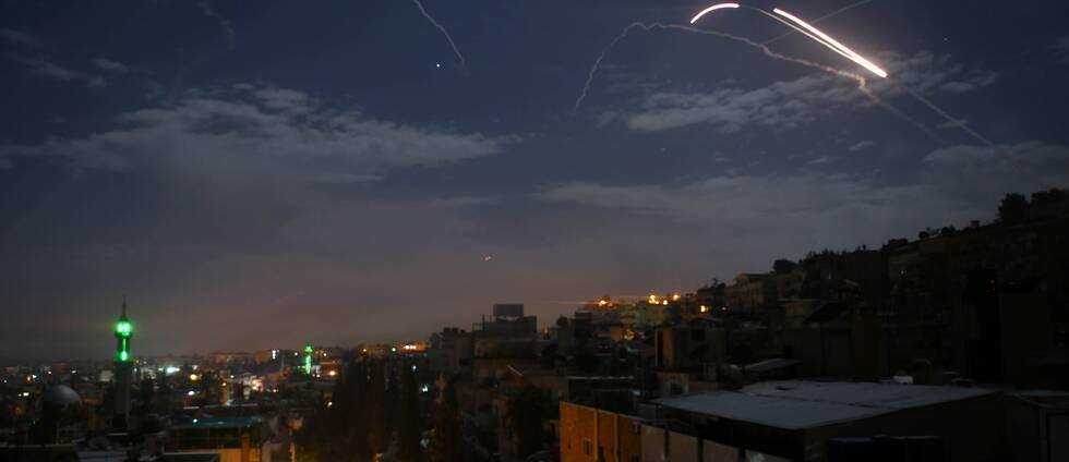Bild över Damaskus under Israels attack.