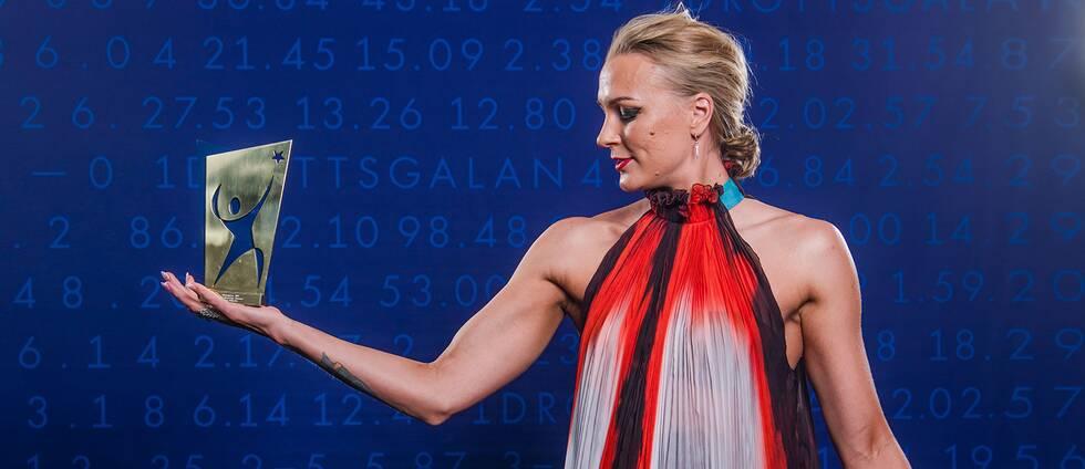 Sarah Sjöström poserar för porträtt med priset för årets kvinnliga idrottare under Idrottsgalan 2019 den 21 januari 2019 i Stockholm.