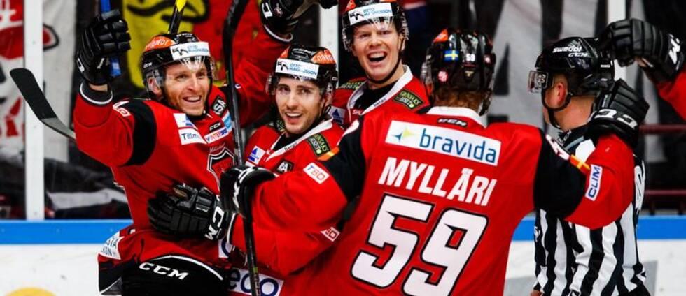 Malmöspelarna jublar i mötet med Djurgården.