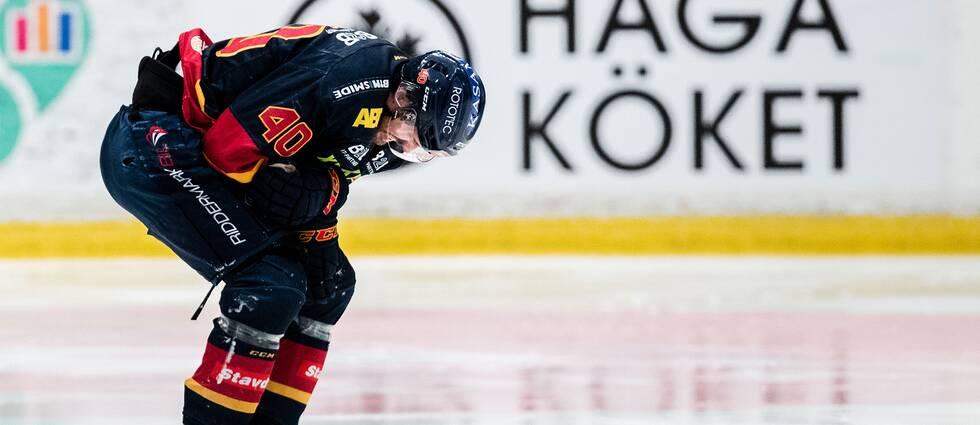 Djurgårdens Jacob Josefson har ont under semifinal två.