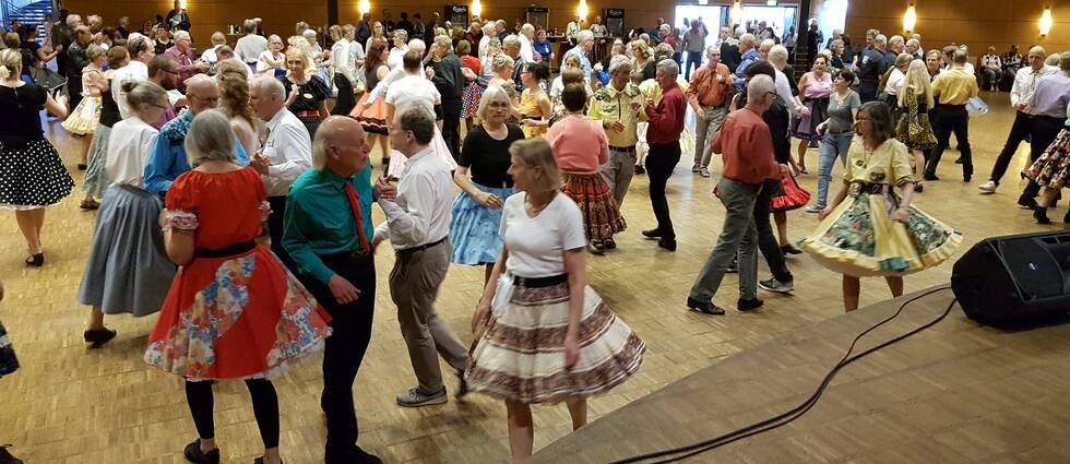 Squaredansare i Conventum i Örebro dansar