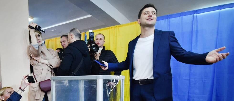 SVT:s Rysslandskorrespondent Bert Sundström och utmanaren på presidentposten i Ukraina, Volodymyr Zelenskij