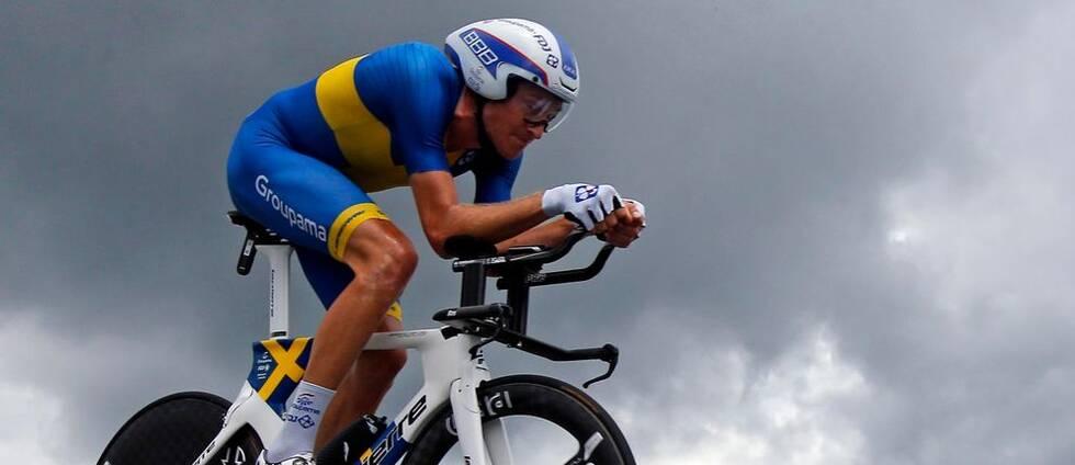Tobias Ludvigsson, i den svenska mästartröjan, under en tempoetapp under fjolårets Tour de France.