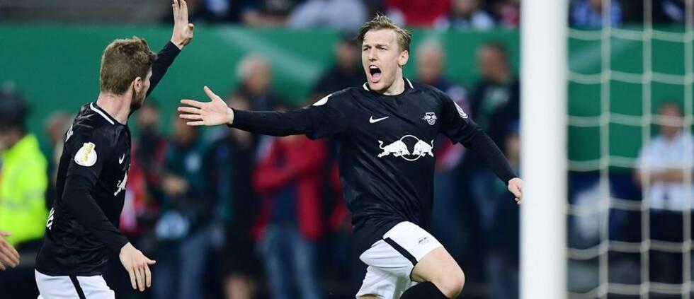 Emil Forsberg jublar efter sitt 3-1-mål.
