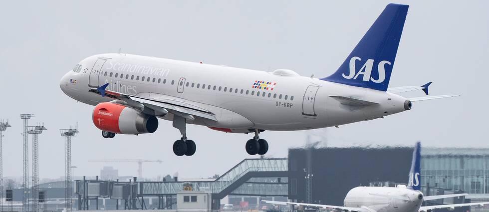 SAS erbjuder resenärer att boka om sina biljetter, efter varsel om strejk från piloterna.