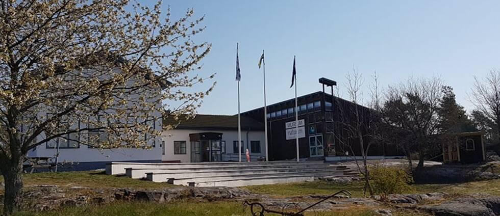 Västerviks museum i Västervik har problem med en privatperson som trakasserar personalen.