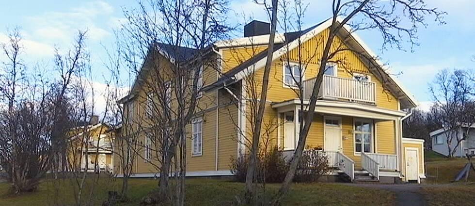 Återstående tre hus efter Gula raden flyttas.
