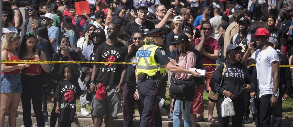 Skotten orsakade panik i den stora folkmassan.