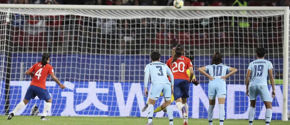Chile åkte ut VM efter att en straff gått i ribban.