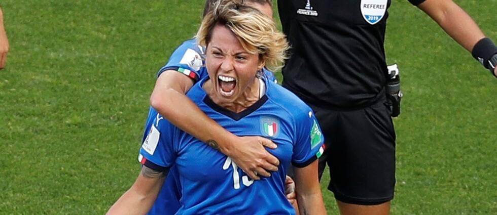 Italiens Giacinti satte 1-0 mot Kina i åttondelen.