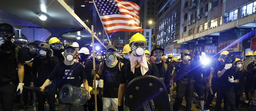 Demonstranter i Hongkong under söndagen.