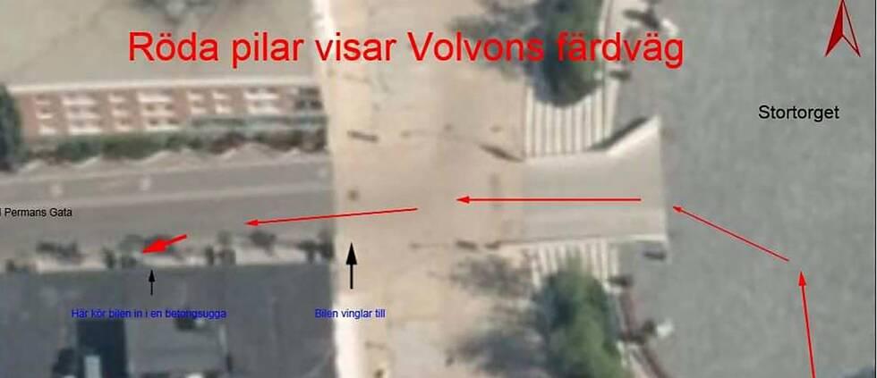 foto över nedre delen av Stortorget i Östersund. Röda pilar från höger till vänster visar hur den misstänkte personen kört tills dess han blev stoppad av polisen.